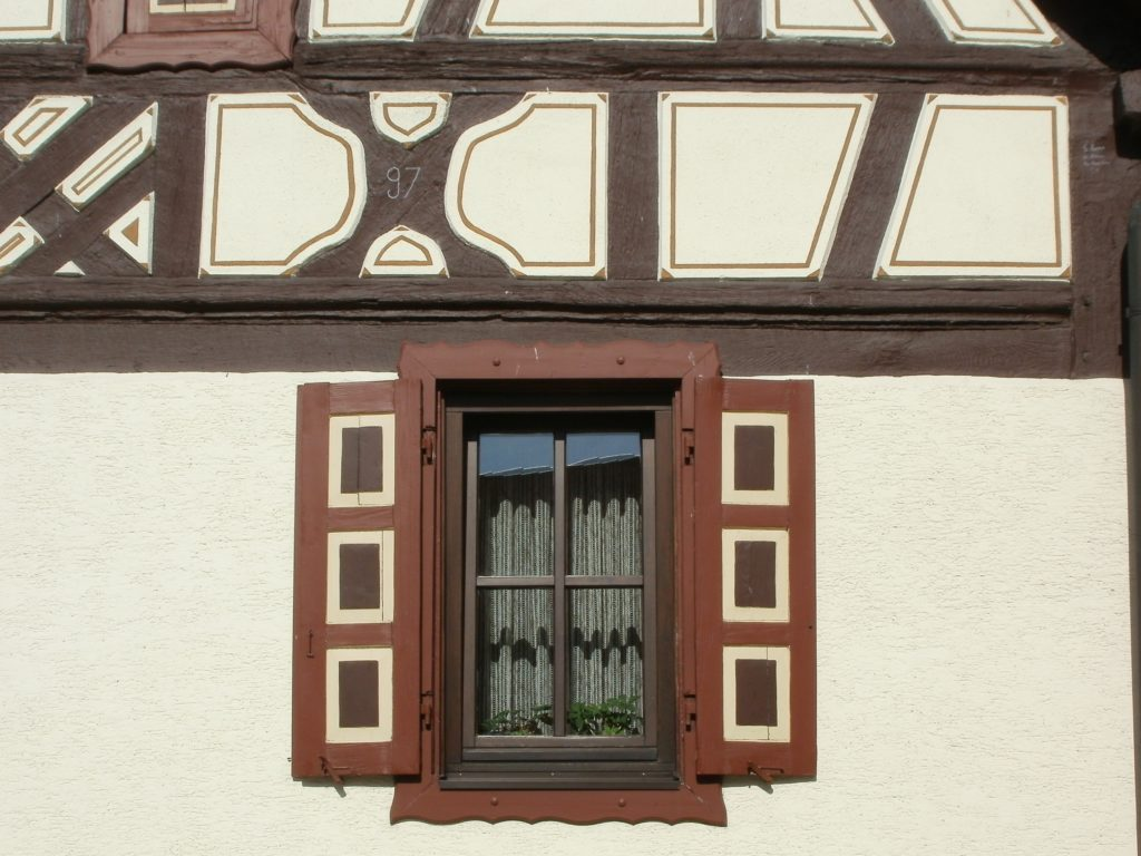 DIY Remodeling Ideas for Old Exterior Windows